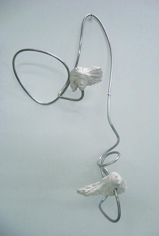José Plácido - spiral minds, calcario e inox, 44x28x20cm