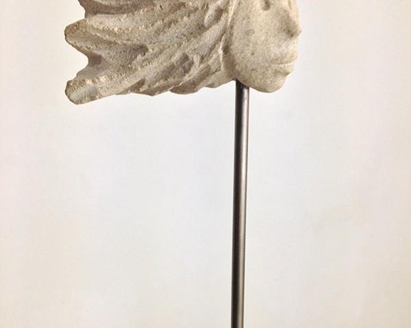 José Placido, cabeças no ar 9, calcario pedra de ançã, aço inox, 2019, 5x7x5cm - 142x27x20cm