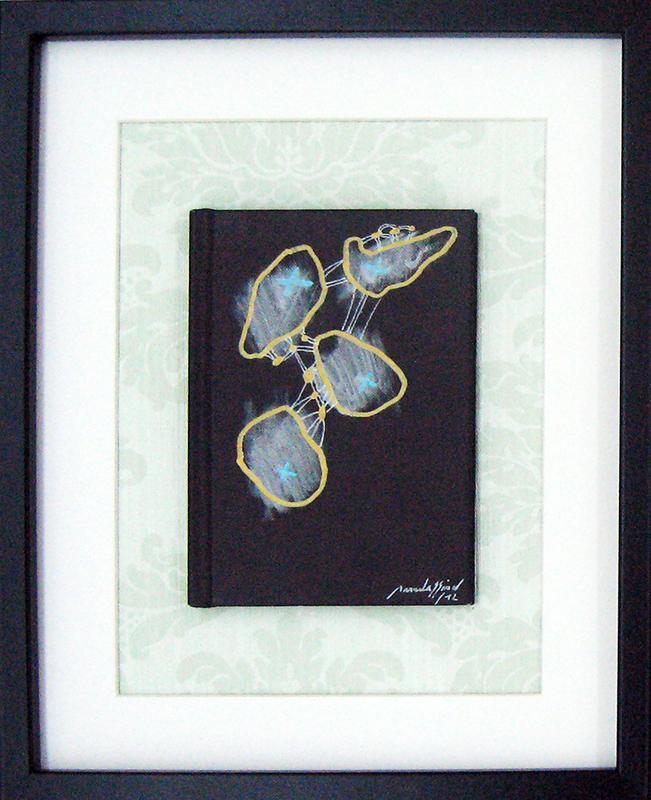 manuela-sao-simao-no-man-is-an-island-4-2012-caneta-s-capa-livro-e-pepel-parede-30x24cm