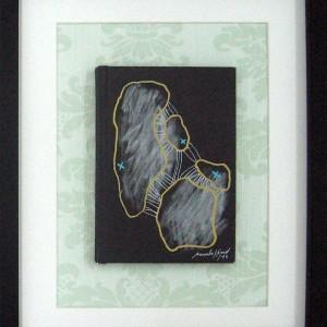 manuela-sao-simao-no-man-is-an-island-5-2012-caneta-s-capa-livro-e-pepel-parede-30x24cm