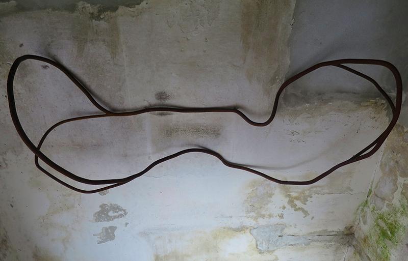 Jorge Abade - Braços em movimento ausente A, 2019, ferro oxidado, 135x62x21cm