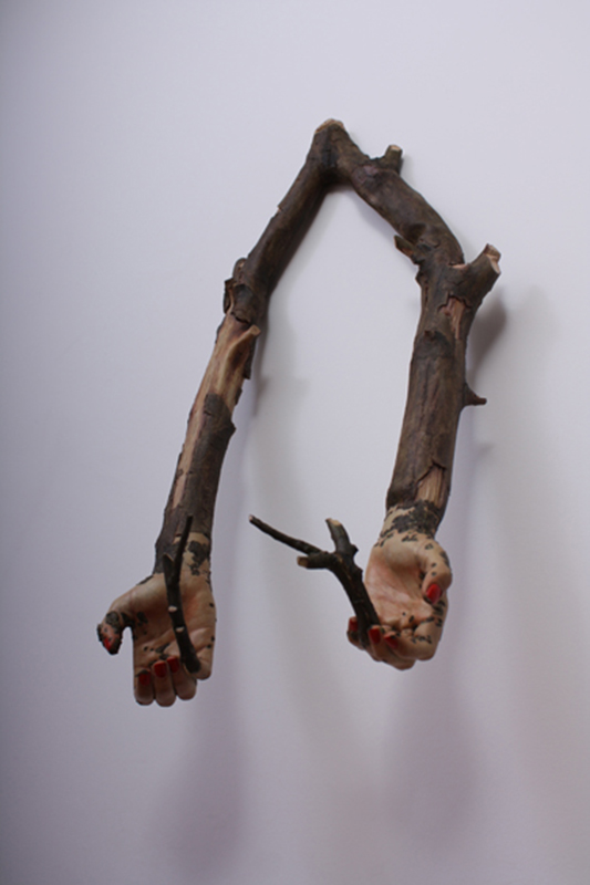 Jorge Abade - Segurar com cuidado B, 2010, resinade poliestere tinta, 62x27x18cm