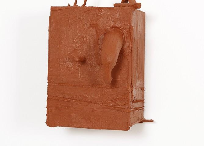 Pedro Valdez Cardoso - BARRO 4, 2014-20, silicone liquida s diversos materiais e objectos, 30x22x23cm