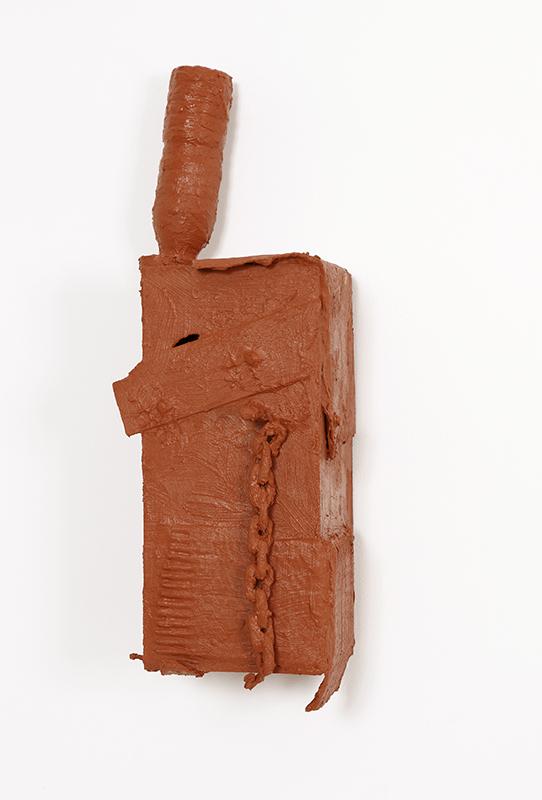 Pedro Valdez Cardoso - BARRO 5, 2014, silicone liquida s diversos materiais e objectos, 56x18x20,5cm