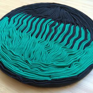 Joana Paraiso - Raiz I, 2020, tecido, linha e cartão, 18cm diam x 1,5 alt