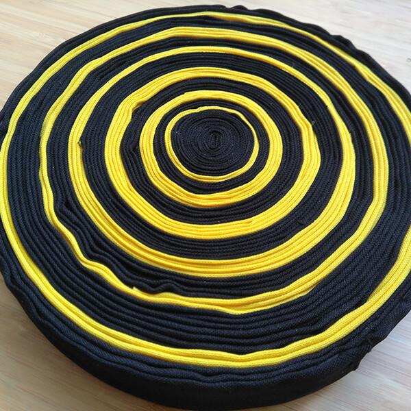 Joana Paraiso - Solar II, 2020, tecido, linha e cartão, 18cm diam x 3 alt,