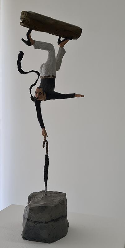 António Melo, Júlio, o equilibrista desobediente, 46 cm altura, 2021, técnica mista BD
